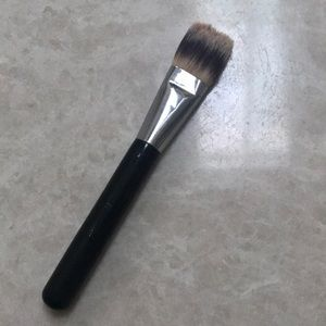 CHANEL makeup foundation brush